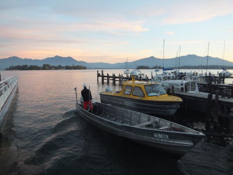 fischerboot mit fraueninsel