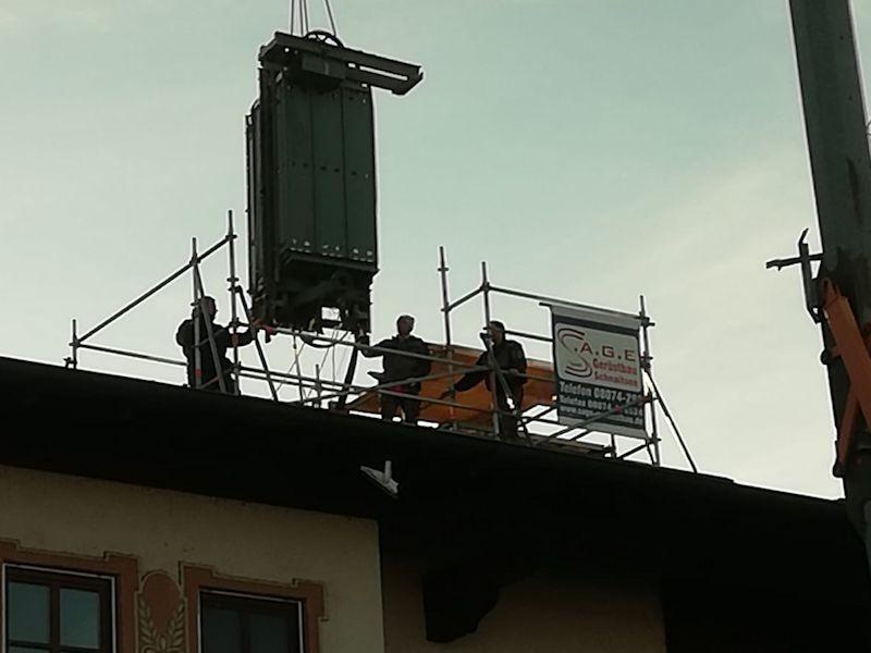 Alter Aufzug überm Dach SeeHotel Wassermann am Chiemsee