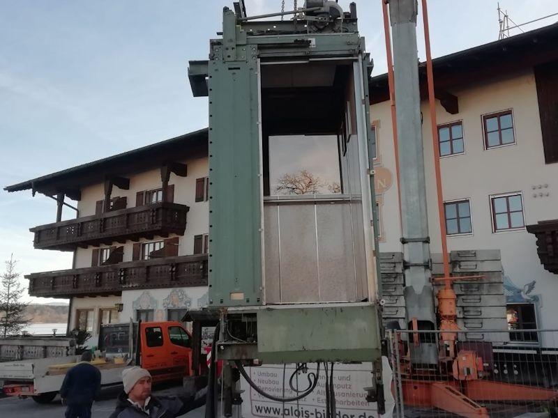 Aufzug auf dem Parkplatz SeeHotel Wassermann am Chiemsee