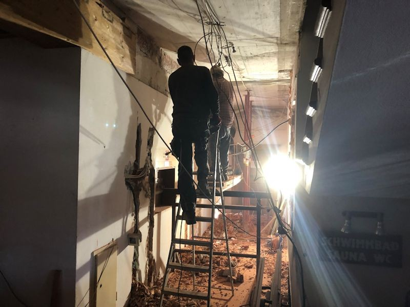 Abbruck Gangwand Treppenhaus SeeHotel Wasserman Ihr Hotel am Chiemsee