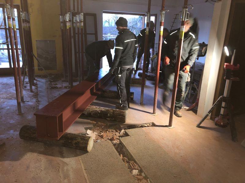 Träger unter der Gangwand SeeHotel Wasserman Ihr Hotel am Chiemsee