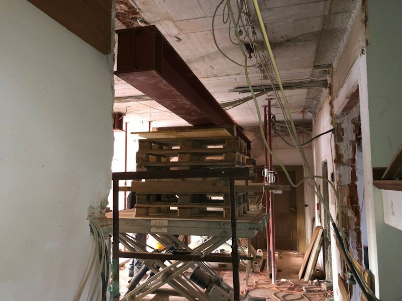 Träger kurz vorm Einbau  SeeHotel Wasserman Ihr Hotel am Chiemsee
