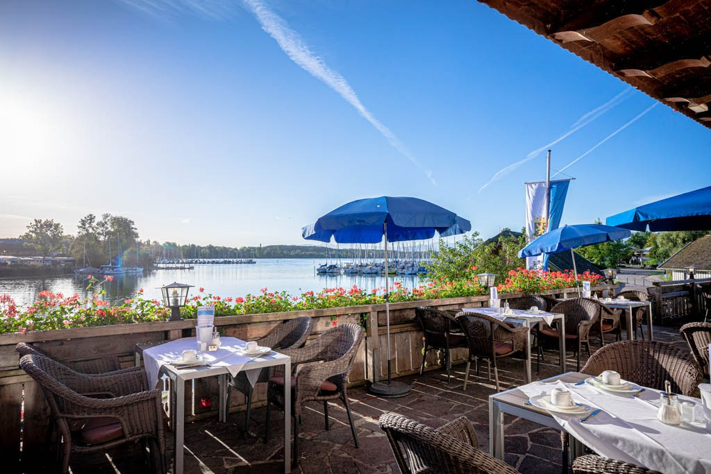 Terrasse am Chiemsee Seehotel Wassermann Chiemsee