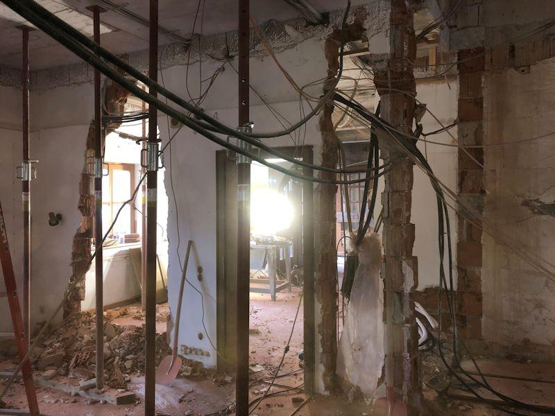 Büroblick zur Rezeption und Aufzug  SeeHotel Wasserman Ihr Hotel am Chiemsee