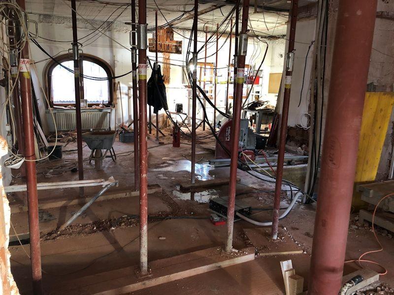 Blick von Lobby in die alte Rezeption  SeeHotel Wasserman Ihr Hotel am Chiemsee