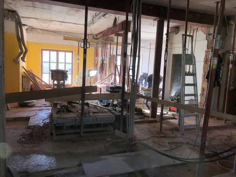Blick von neuen Rezeption in die Lobby  SeeHotel Wasserman Ihr Hotel am Chiemsee
