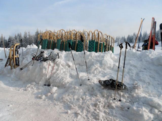 Winterliche Sportgeräte