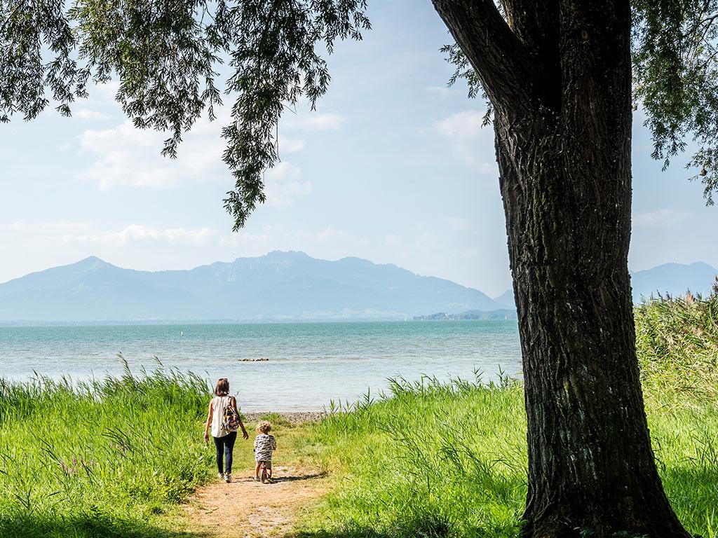 Wandern am Chiemseeufer mit Kinder