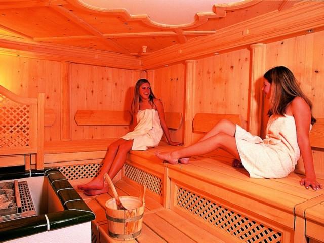 Wellness-Sauna groß