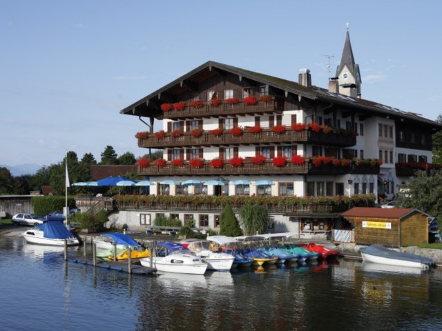 Hotel am chiemsee seehotel wassermann im chiemgau for Chiemsee design hotel