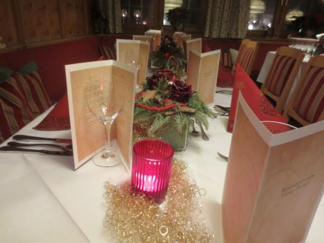 Weihnachtlich gedeckte Tafel